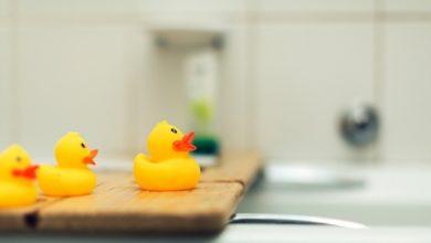 Photo of 10 классных примеров хранения вещей для маленькой ванной